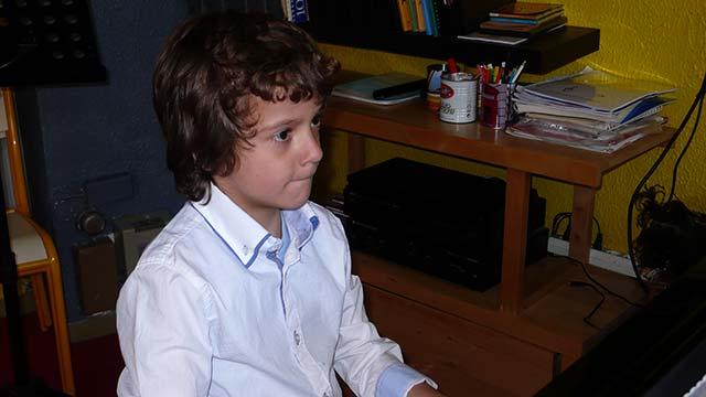 enfant-piano